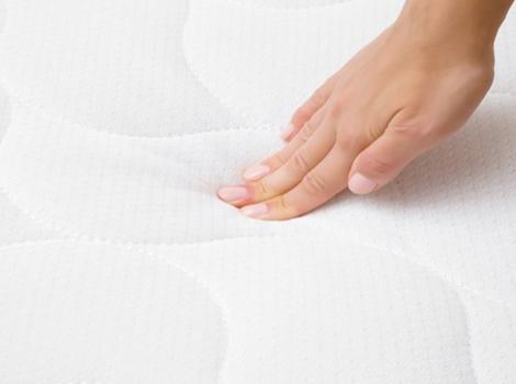 Comment nettoyer le matelas pour un lit sain?